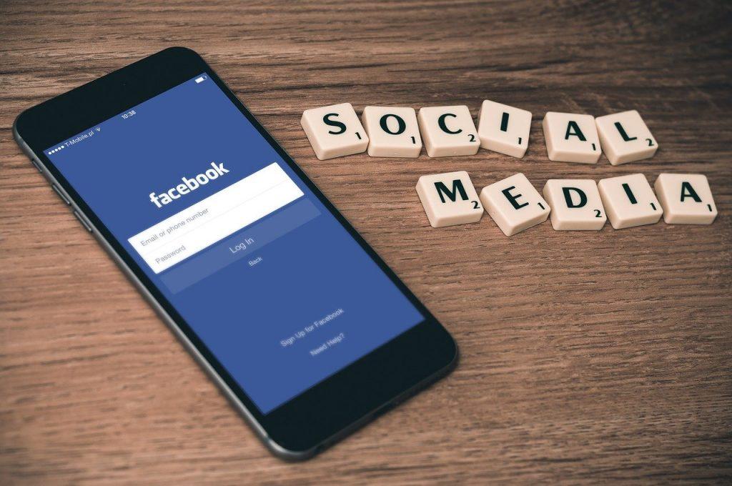 facebook affiliate marketing on smartphone
